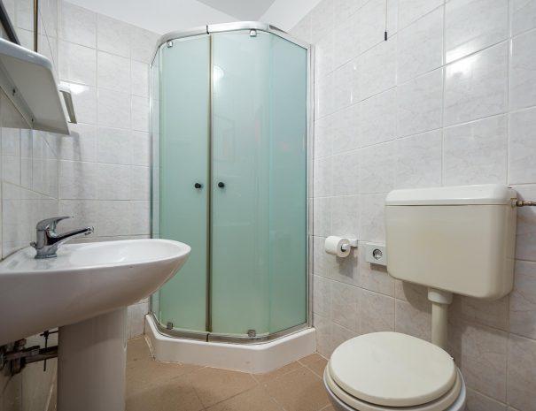 soba-zajednicka-kupaonica-wc-2